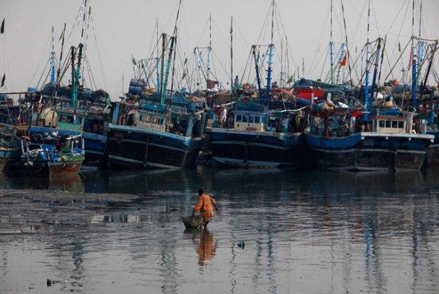ibrahim-hyderi-fish-harbour-karachi-fishermen-4